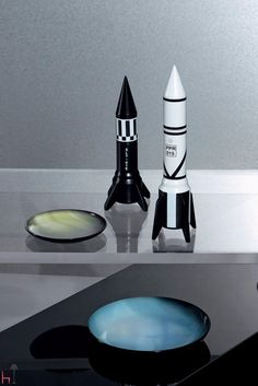 Click twice here to edit textThe Cosmic pepper grinder by Seletti provides a unique addition to your table setting.