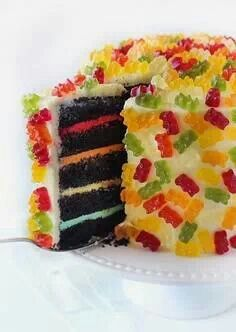 Kids cake - love the different colors in between the layers. Idea for Jakobs big brother party