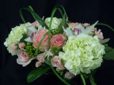 Flower centerpiece; Pink and white flowers