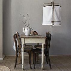 Leave it to the Swedes to come up with a wallpaper that resembles and feels like linen. Boråstapeter of Sweden's latest linen wallpaper collection has us wondering if it's finally time to say goodbye to white walls. Linen Wallpaper, Of Wallpaper, Estilo Cottage, Wallpaper Collection, Dining Chairs, Dining Table, Dining Area, Dining Room, Table Haute