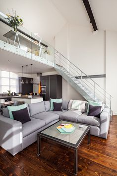 Michelle Chaplin Interiors turned this factory in East London into a loft apartment. The multi-level industrial meets stylish designed loft is modern. Loft Design, Design Case, House Design, Modern Interior Design, Interior Architecture, London Living Room, Room London, Loft House, Loft Style