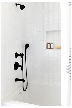 Vertical Shower Tile, White Tile Shower, White Subway Tile Bathroom, Black Shower, Tub Shower Combo, Shower Tub, Bad Inspiration, Bathroom Inspiration, Bathtub Tile Surround