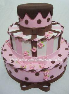 Bolo de 3 andares Rosa e Marrom em EVA, com flores em biscuit Bolo de 2 andares em EVA / Tema: Carros Disney R$ 95,00
