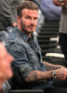 Estilo David Beckham, David Beckham Family, David Beckham Suit, David Beckham Photos, David Beckham Style, Estilo Denim, Men With Grey Hair, Best Mens Fashion, Beard Styles
