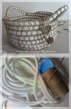 We knit a basket Crochet Bowl, Knit Crochet, Crochet Crafts, Crochet Projects, Crochet Shark, Knit Basket, Ideas Hogar, Crochet Humor, Indian Crafts
