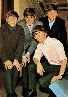 The Beatles. Spanish postcard by Oscarcolor, no. 211. Photo: Fleetway Studio.