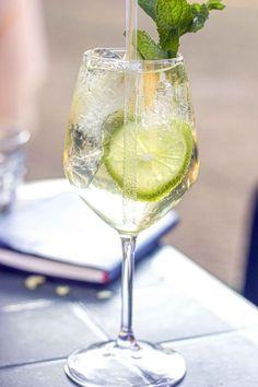 Pino cocktail, ricetta cocktail con spumante metodo classico, gin e Bénédictine