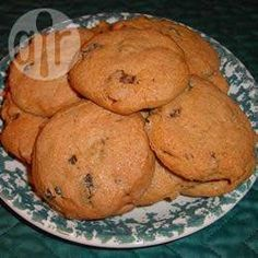 Spice Cookies This recipe was my mother's Grandmothers recipe. Spicy soft cookies with currants. Originally from England. Enjoy, they won't last long. Spice Cookies, Yummy Cookies, Chip Cookies, Yummy Treats, Sweet Treats, Best Dessert Recipes, Cookie Recipes, Desserts, Candy Recipes
