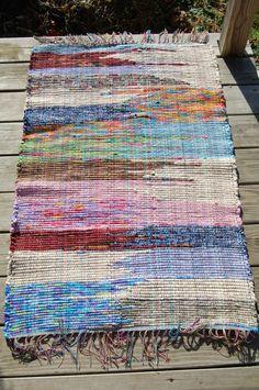 Navajo Weaving, Loom Weaving, Hand Weaving, Weaving Textiles, Weaving Patterns, Denim Rug, Ideias Diy, Weaving Techniques, Woven Rug