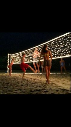 37 great DIY summer projects - volleyball net with Christmas lights - - Diyprojectgardens.club - 37 great DIY summer projects – volleyball net with Christmas lights – … projects # great net Summer Diy, Summer Crafts, Party Summer, Summer Beach, Summer Bonfire, Spring Summer, Beach Night, Beach Fun, Beach Sweet 16