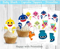 ^-^ INSTANT DOWNLOAD ^-^ Baby Shark Cupcake toppers. Great for a Baby Shark Party, Baby Shark sweet table or party decoration! You get: Cupcake toppers: 12 toppers 8 designs Back and front, on 1 pdf printable (A4), 2 sheets. Size: approx 3 inch. Great for a Baby Shark party! Print as many as you Shark Cupcakes, Mini Cupcakes, Shark Birthday Cakes, 2nd Birthday, Birthday Ideas, Shark Party Favors, Diy Advent Calendar, Thing 1, Baby Shark