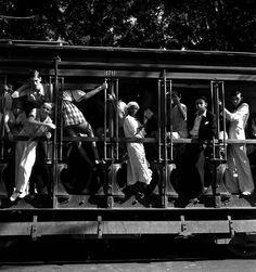 Tamborim quadrado no carnaval do Rio de Janeiro. Foto: Pierre Verger
