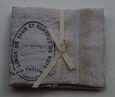 pellavatyyny pitsireunuksella ja printillä, plume (höyhenen harmaa), 65x65cm