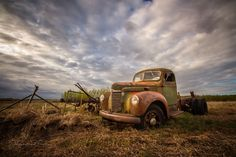 Abandoned International truck in a field. Vintage Cars, Antique Cars, Barn Wood Frames, Old Cars, Natural Wood, Abandoned, Im Not Perfect, Classic Cars, Explore