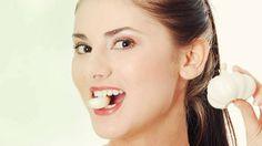 """Sức Khoẻ Và Đời Sống -  Tỏi mọc mầm """"thần dược chữa bệnh ung thư"""". Bạn thường có thói quen vứt những tép tỏi đi ngay sau khi thấy chồi xanh mọc lên? Vì lo lắng chúng cũng sẽ gây nguy hiểm cho sức khỏe giống như khoai tây, khoai lang, hành tím, gừng mọc mầm. Mọi người đều cho rằng, các loại thực phẩm mọc mầm rất nguy hiểm vì sẽ sản sinh những chất độc hại. Nhưng với tỏi mọc mầm thì lại hoàn toàn khác. Hãy cùng lắng nghe audio Sức Khoẻ Và Đời Sống -  Tỏi mọc mầm """"thần dược chữa bệnh ung…"""