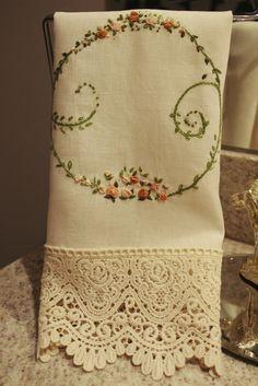 Toalha de Lavabo bordado à mão