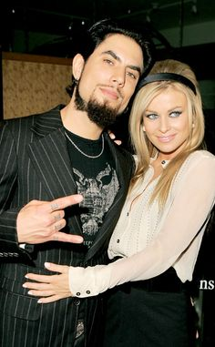 Carmen Electra & Dave Navarro from Celeb Couples We Wish Were Still Together Dave Navarro, Carmen Electra Hair, Unique Faces, Celebs, Celebrities, Celebrity Couples, Mtv, Madonna, Hollywood