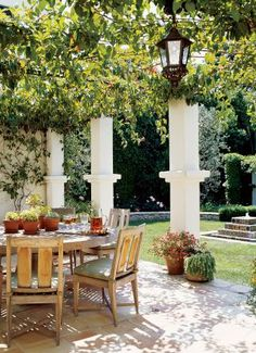 Traditional Outdoor Space by Jarrett Hedborg and Donald Goldstein in Los Angeles, California