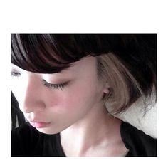 玉城ティナちゃんも最近とりいれたインナーカラーは、表面から見る分にはいつもと変わらない髪型。でも耳にかけたりヘアアレンジをすると数倍お洒落で個性的に変身♡普段は勇気が必要な色でも、インナーカラーなら怖がらずに挑戦できちゃうのも魅力!!垢抜けたい女の子はインナーカラーは見過ごせません。