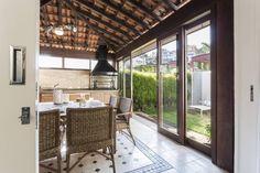 Foto: Reprodução / Boutique Arquitetura Porches, Backyard, Patio, Bbq, Sweet Home, Loft, Lounge, Exterior, Windows