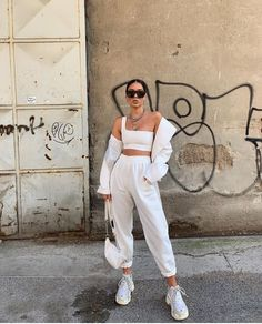 White Oversized Joggers – Erica – Best Women's and Men's Streetwear Fashion Ideas, Combines, Tips Cute Casual Outfits, White Outfits, Summer Outfits, Sporty Outfits, Jogging Outfit Summer, Jogging Outfit Women, Sneaker Outfits Women, Sneakers Fashion Outfits, All White Outfit