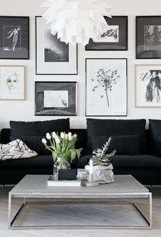 Schwarzes Sofa: 50 Modelle mit Fotos und wie dekorieren Black sofa: 50 models with photos and how to decorate couch # Beautiful live chesterfield Black And White Living Room, Living Room White, Room Decor, Decor, Black Sofa, Interior, Wall Behind Couch, Home Decor, Modern Coffee Table Decor