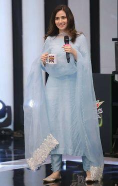 Pakistani Celebrities Gets Gorgeous Looks on Friday in Ramadan Simple Pakistani Dresses, Pakistani Fashion Casual, Pakistani Dress Design, Pakistani Outfits, Indian Outfits, Indian Fashion, High Fashion, Indian Dresses, Indian Clothes
