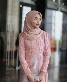 Kebaya Modern Hijab, Dress Brokat Modern, Kebaya Hijab, Kebaya Dress, Kebaya Muslim, Modern Hijab Fashion, Hijab Fashion Inspiration, Hijab Prom Dress, Hijab Gown
