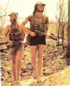 Rhodesian Selous Scouts patrol during the Bush War. (X-Post /r/Rhodesia) Military Men, Military History, Vietnam War Photos, Defence Force, War Photography, Vietnam Veterans, Special Forces, Special Ops, Modern Warfare