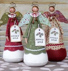 Anjos Norma …I have all but the brown bells and polymer heads. Sub wooden heads ,and wire.Christmas Dolls by Annie SmithCould combine this idea with the other angel pin. Use two-sided christmas paper for the wings instead of stuffing them- by Cris Angel Crafts, Christmas Projects, Felt Crafts, Holiday Crafts, Christmas Makes, Christmas Angels, All Things Christmas, Christmas Holidays, Christmas Christmas