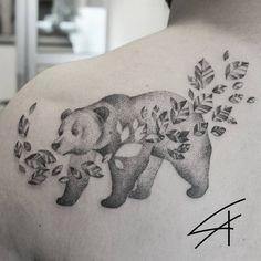 Tatuadora Luana Xavier Tatuagem de urso em pontilhismo Bear tattoo on pointillism Contato: luanaxtattoo@gmail.com