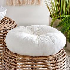 DESSA Kussen wit Ø 40 cm_dessa-kussen-wit-ø-40-cm House Goals, Bean Bag Chair, Indoor, Throw Pillows, Furniture, Home Decor, White Throw Pillows, 40 Rocks, Interior