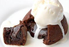 """Воскресный день и поэтому предложу еще один """"сладкий"""" рецепт. Это будут шоколадные кексы с жидкой начинкой. Обожаю их. Иногда печем, как большой кекс в одной форме, а после режем на кусочки. Говорю…"""