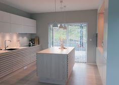 Kjøkkenet vårt – Villafunkis.no Decoration, Kitchen Island, Buffet, Bathtub, Bathroom, Home Decor, Space, Minimalism, Homes
