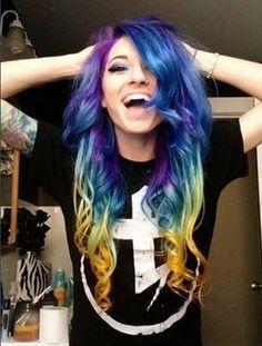 Love her hair!! She's pretty hot, too!! :)