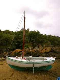 Nice little fishing sloop on the beach. These sloops are typical for Les Iles Chausey. The tides can rise up to 50 feet, 15 meters! The highest of Europe.