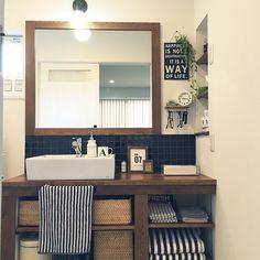 女性で、4LDKのIKEA/造作洗面台/タイル洗面台/サリュ/いなざうるす屋さん/フェイクグリーン…などについてのインテリア実例を紹介。「洗面所の大掃除終了〜‼︎」(この写真は 2015-12-22 09:21:52 に共有されました)