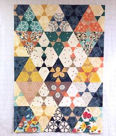 Amazing quilt Paul! I just love this lotus quilt (pattern from @jaybirdquilts) with #ArtisanFabrics and #PureElements. The way you merged Artisan and Pure Elements is remarkable, way to go ☺♥  via @evildemondevildog  #PatBravoDesign #ArtGalleryFabrics #Quilt #Sewing #DIY #QuiltPattern