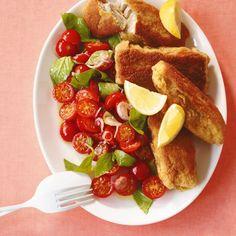 Riesen-Fischstäbchen mit Tomatensalat