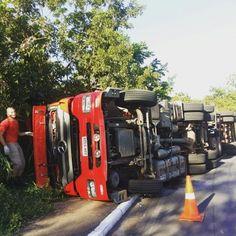 CONEXÃO BOMBEIRO : Caminhão dos bombeiros tomba e 5 militares ficam f...