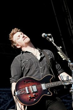 Josh Homme - Queens of the Stone Age - Them Crooked Vultures