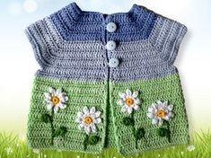 Wenn es Frühling wird, dann reicht auch schonmal ein Westchen über einem T-Shirt. Diese West ist in einem Stück gearbeitet und hat dadurch keine wulstigen Nähte. Die Anleitung für die Weste und auch die Blumen ist bebildert und Schritt für Schritt b