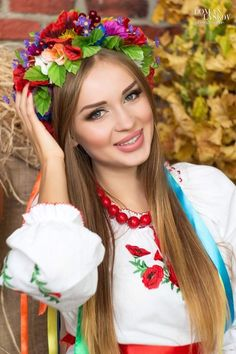 How to win a heart of Ukrainian girl? How to choose your sexy Ukraine Looking for your Ukraine girl? Ukraine Women, Ukraine Girls, Beautiful Smile, Most Beautiful Women, Eslava, Ethno Style, Folk Fashion, Folk Costume, Carnival