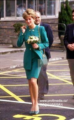 Princess Diana Fashion, Princess Diana Pictures, Prince And Princess, Princess Of Wales, Lady Diana, Princes Diana, Queen Of Hearts, Powerful Women, Film