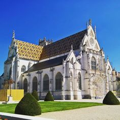#église #de #brou #églisedebrou #eglisedebrou #monastère#royal #monastereroyaldebrou #monastèreroyaldebrou #monastèreroyal #monastereroyal #toiture #batiment #bresse #ain #01
