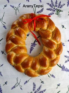 AranyTepsi: Húsvéti fonott kalács koszorú Sweet Desserts, Dessert Recipes, Desserts Ostern, Easter Desserts, Croissant Bread, Bun Recipe, Bagel, Healthy Life, Special Occasion