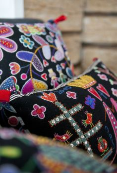 Färgstarkt & broderat hemma hos Anna | Leva & bo | Inredning, tips om möbler, trädgård, heminredning, bygg | Expressen