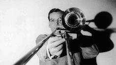 15 de diciembre- Conocido como el rey del Swing y con una muerte todavía rodeada de misterios Glenn Miller falleció tal día como hoy en 1944
