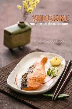 Japanese Salted Salmon (Shiojake/Shiozake) salmon w skin, 1 tbsp sake, 5 tsp sea salt salmon weight), min Salmon Recipes, Fish Recipes, Seafood Recipes, Asian Recipes, Cooking Recipes, Cooking Corn, Cooking Games, Cooking Turkey, Cooking Classes