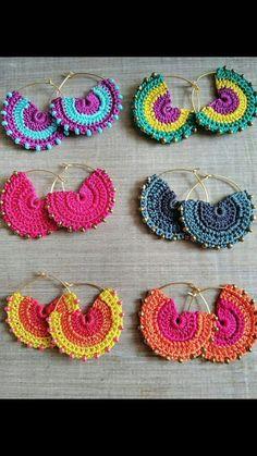 Crochet Earrings Pattern, Crochet Jewelry Patterns, Crochet Flower Patterns, Crochet Bracelet, Crochet Accessories, Crochet Designs, Cute Crochet, Crochet Crafts, Silk Bangles